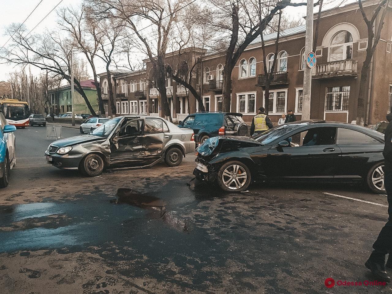 На Приморской в ДТП пострадала девушка