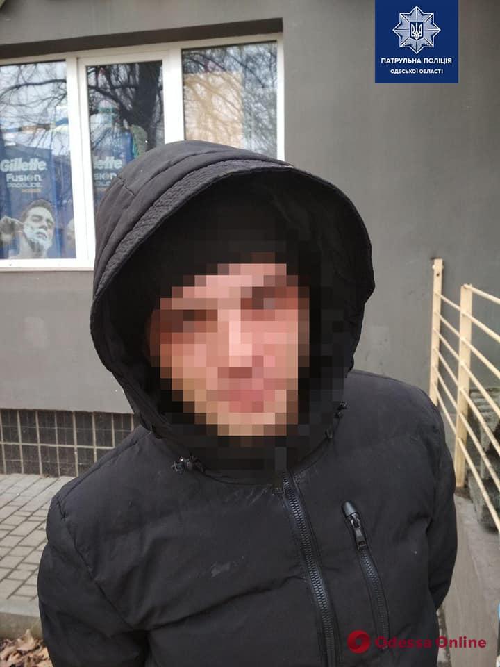 В Одессе неадекват устроил погром в магазине
