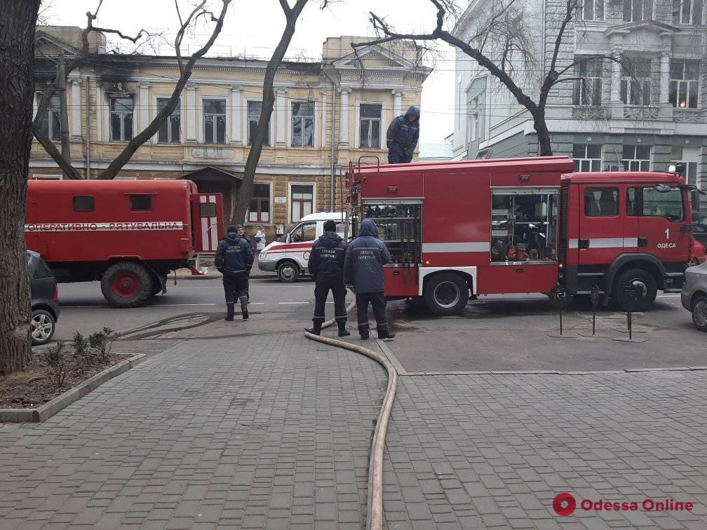 В центре Одессы тушили пожар в подвале