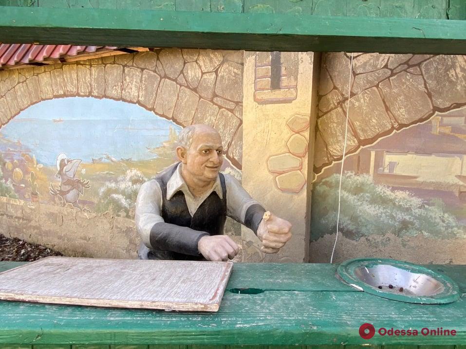 Верблюд, Карлсон и «еврейский продавец»: что можно увидеть в одесских дворах (фоторепортаж)