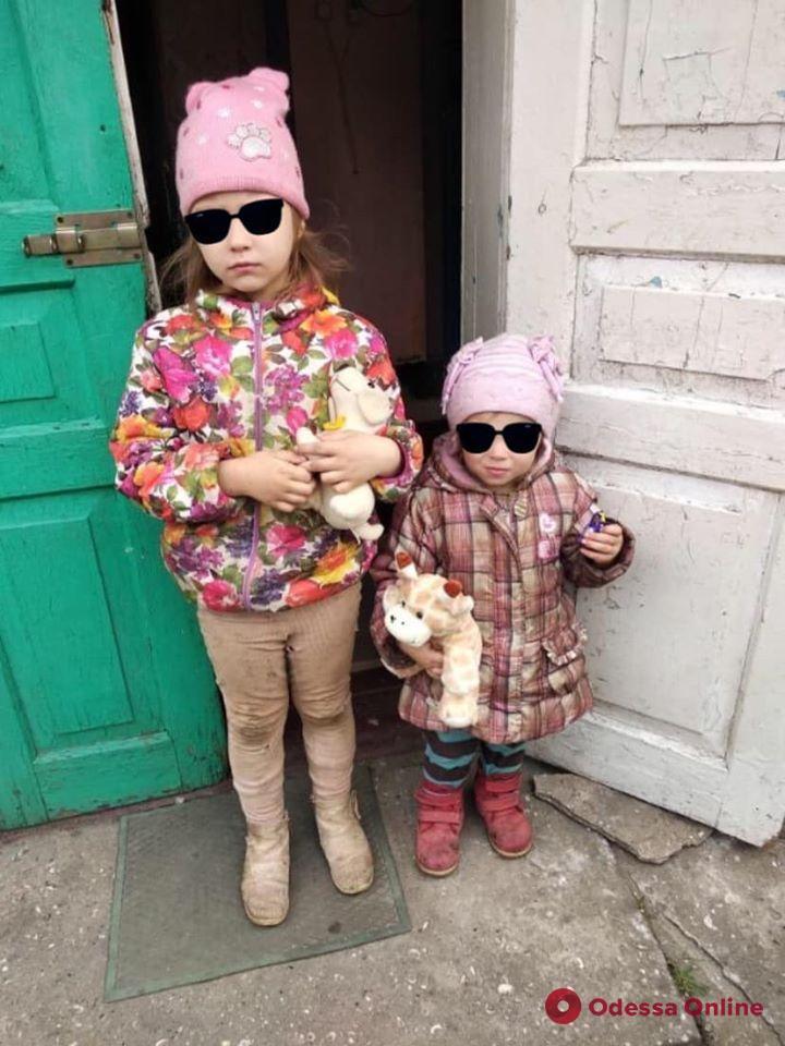 Морили голодом: в Одессе из неблагополучной семьи изъяли двух девочек