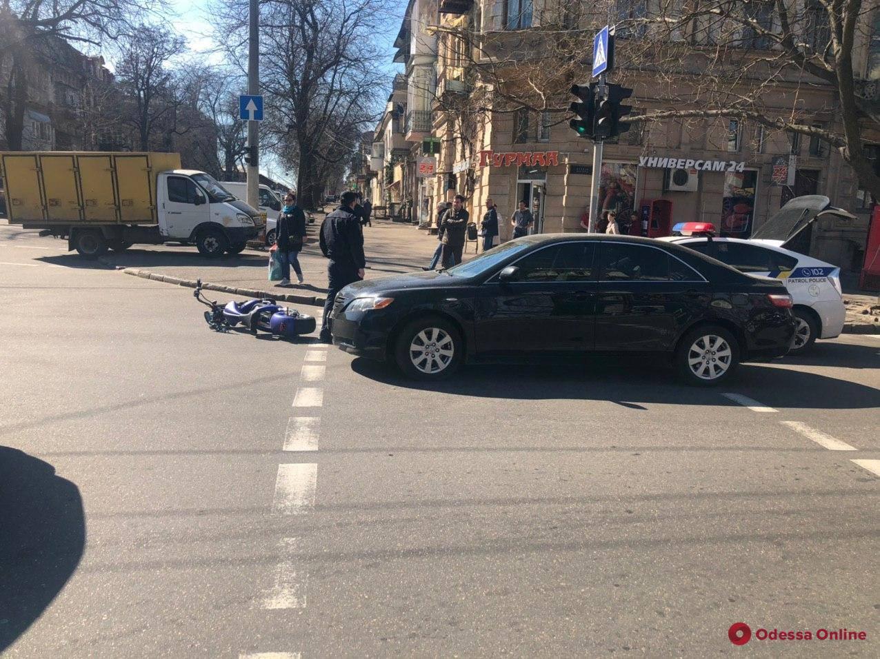 В ДТП на Пастера пострадал скутерист