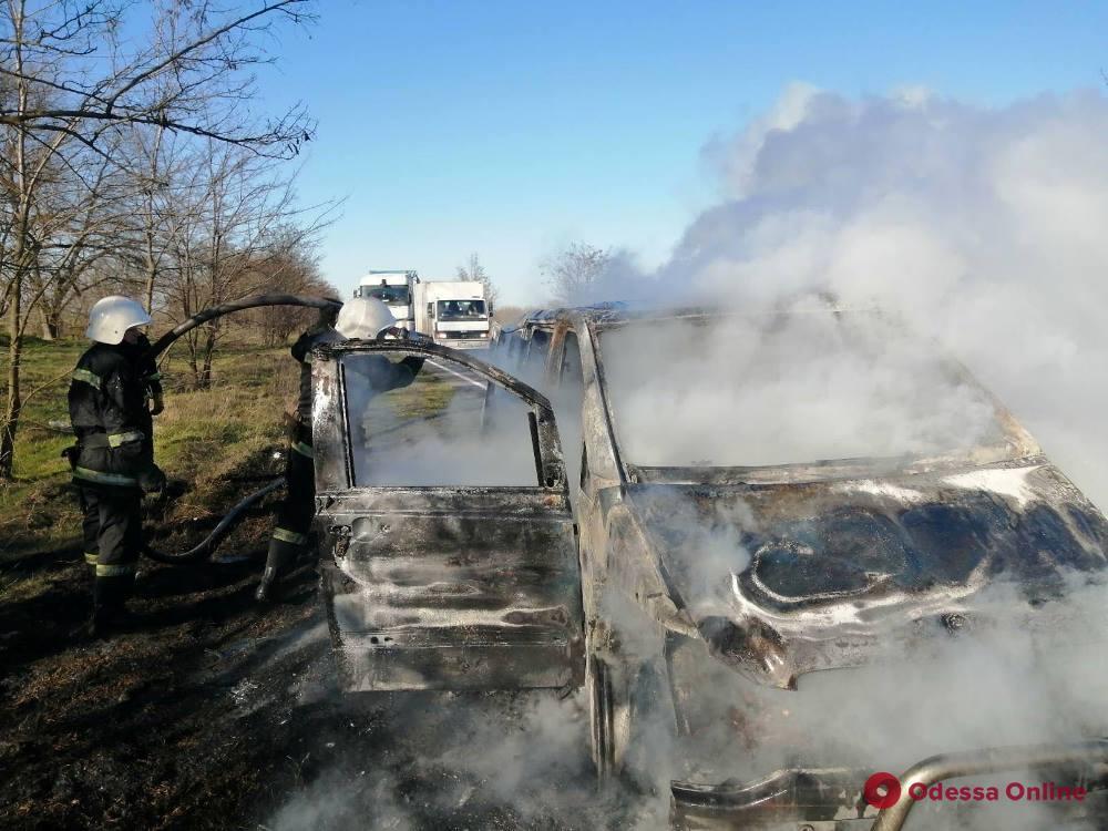 На трассе Одесса—Рени на ходу вспыхнул пассажирский микроавтобус