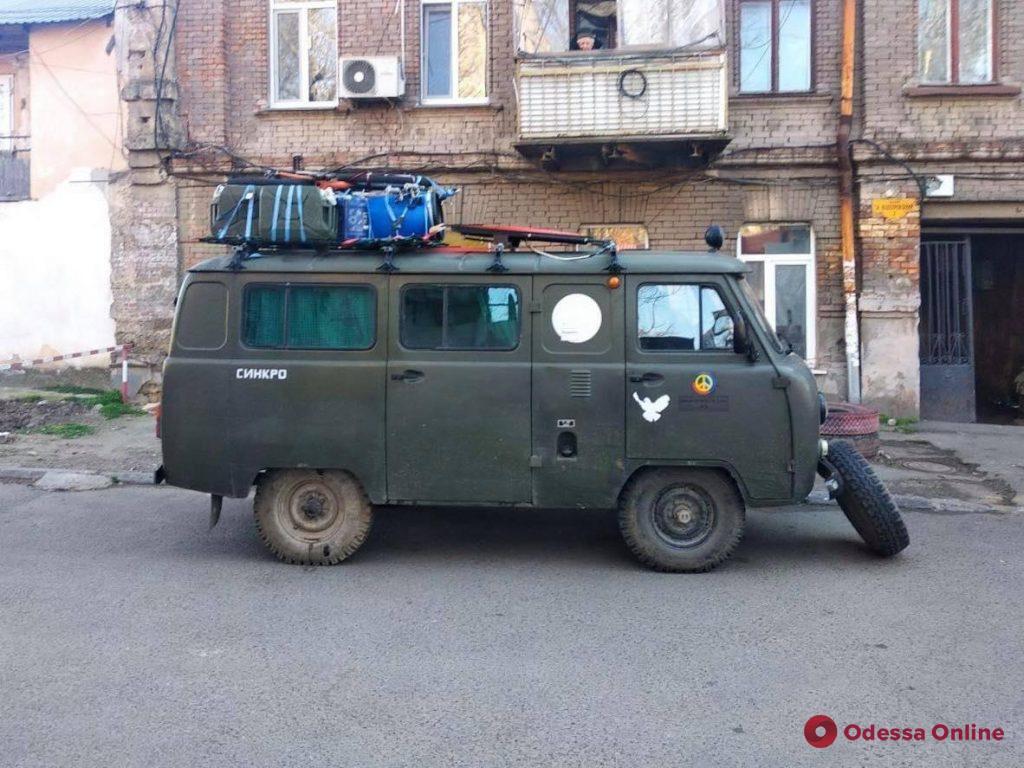 Старый УАЗ на «евробляхах»: в Одессу на необычном транспорте приехал немецкий путешественник