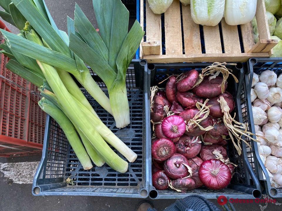 Ананасы, перец и морковь: воскресные цены на одесском «Привозе»