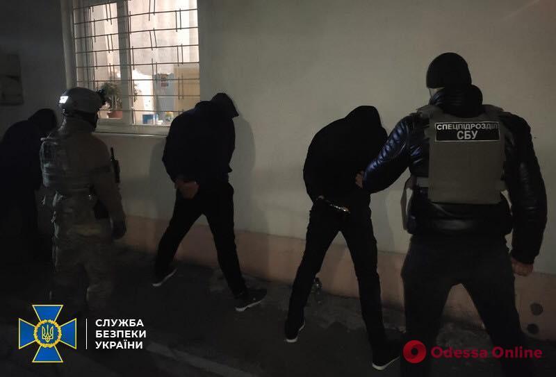 Нападали на офисы и почтовые отделения: в Одессе задержали участников этногруппировки