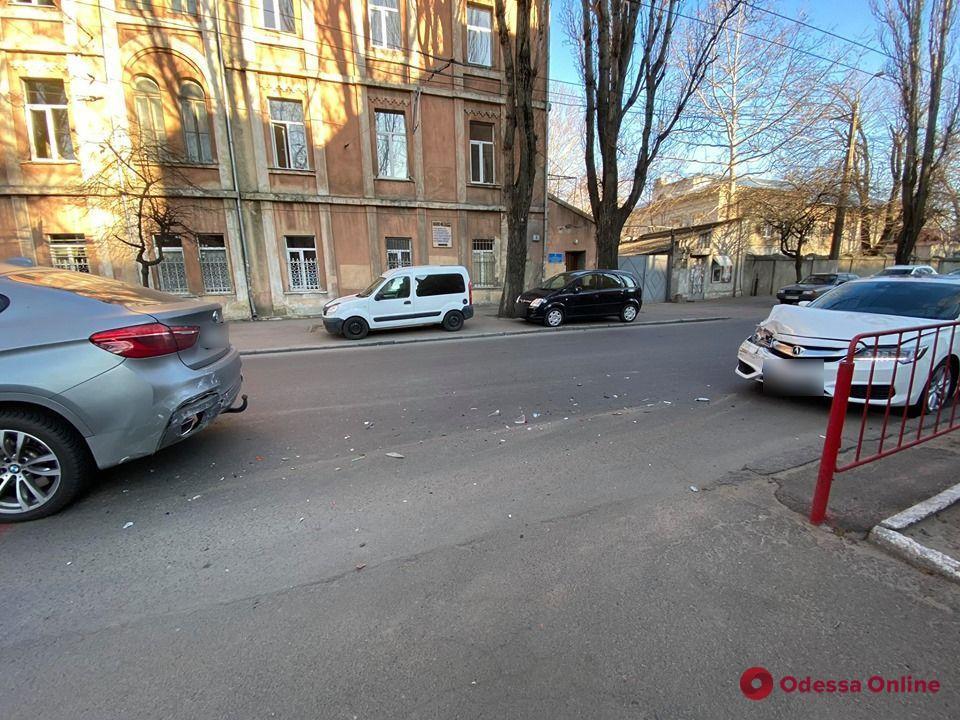 В центре Одессы Acura «догнала» BMW