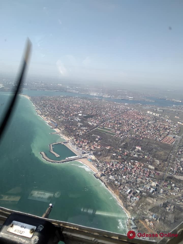 Над Одессой и ее окрестностями провели воздушный крестный ход против коронавируса (фото, видео, обновлено)
