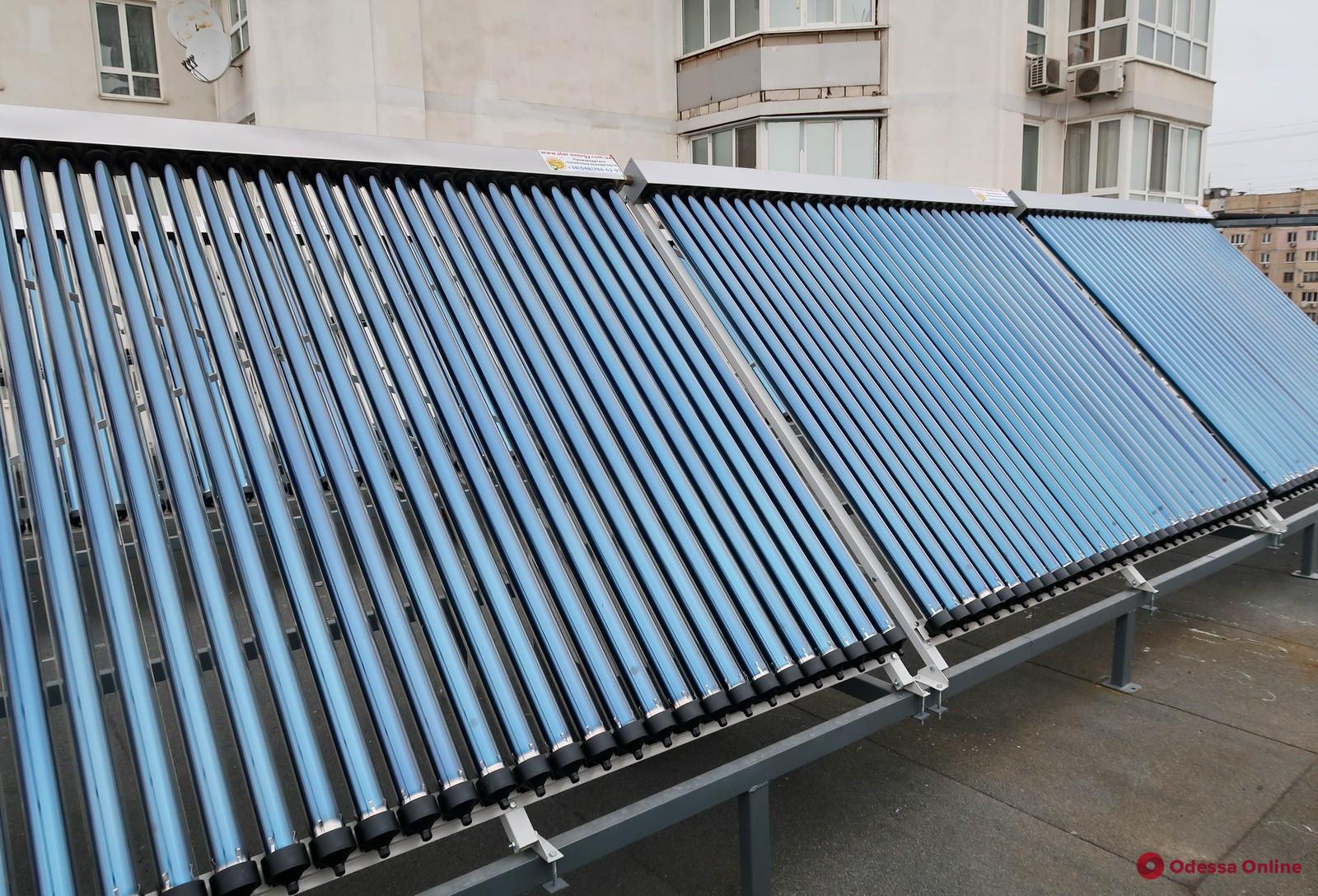 На крыше детской поликлиники в Одессе появились солнечные батареи (фото)
