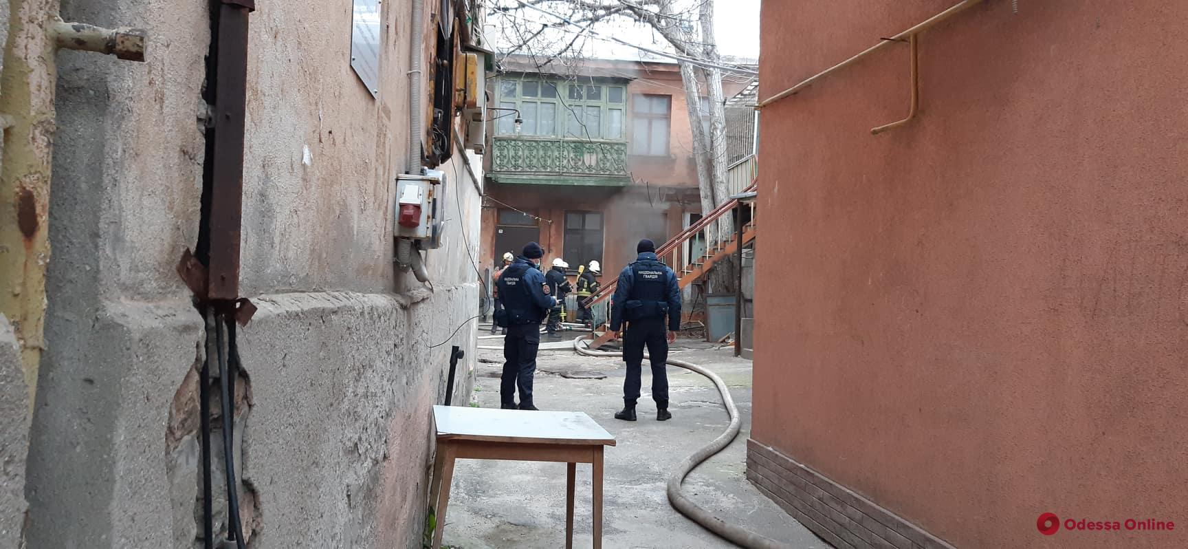 На Гимназической тушили пожар в подвале (фото, видео, обновлено)