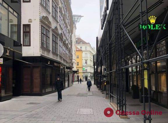 Карантин в Вене: паникующие пенсионеры, пустой транспорт и болезненный удар по ресторанам