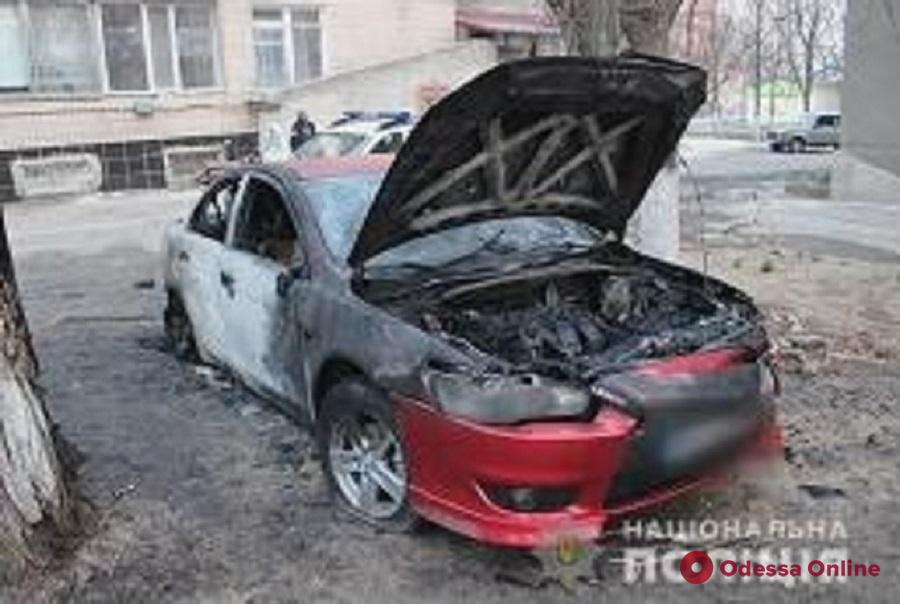 В Белгороде-Днестровском подожгли автомобиль прокурора