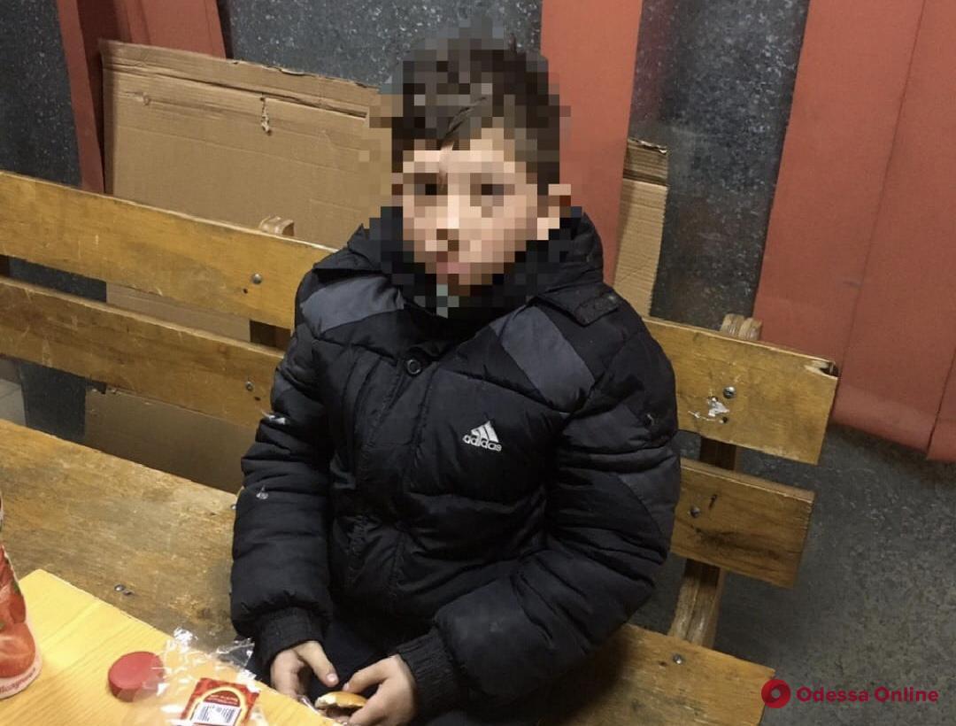 Ушел из дома и голодал: в Одессе патрульные нашли 13-летнего беглеца