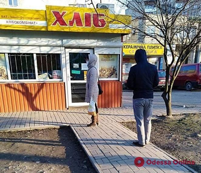 Карантин в Ивано-Франковске: дисциплинированные горожане, транспорт не ходит, в аптеку – только по одному человеку