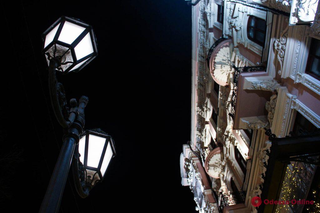 Сияние огней и пустынные улицы: фотопрогулка по вечерней Одессе