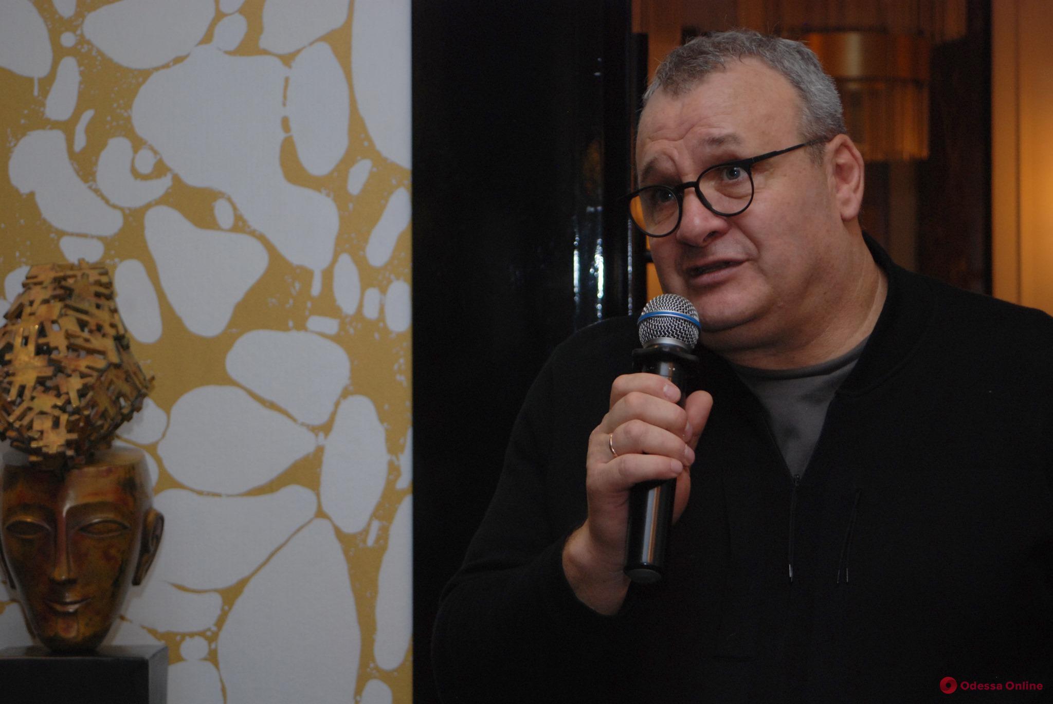 Известный скульптор Михаил Рева награжден Почетным знаком Одесского городского головы