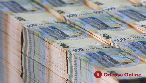 """В Одессе служащая банка """"обчистила"""" иностранных клиентов на 2,5 миллиона"""