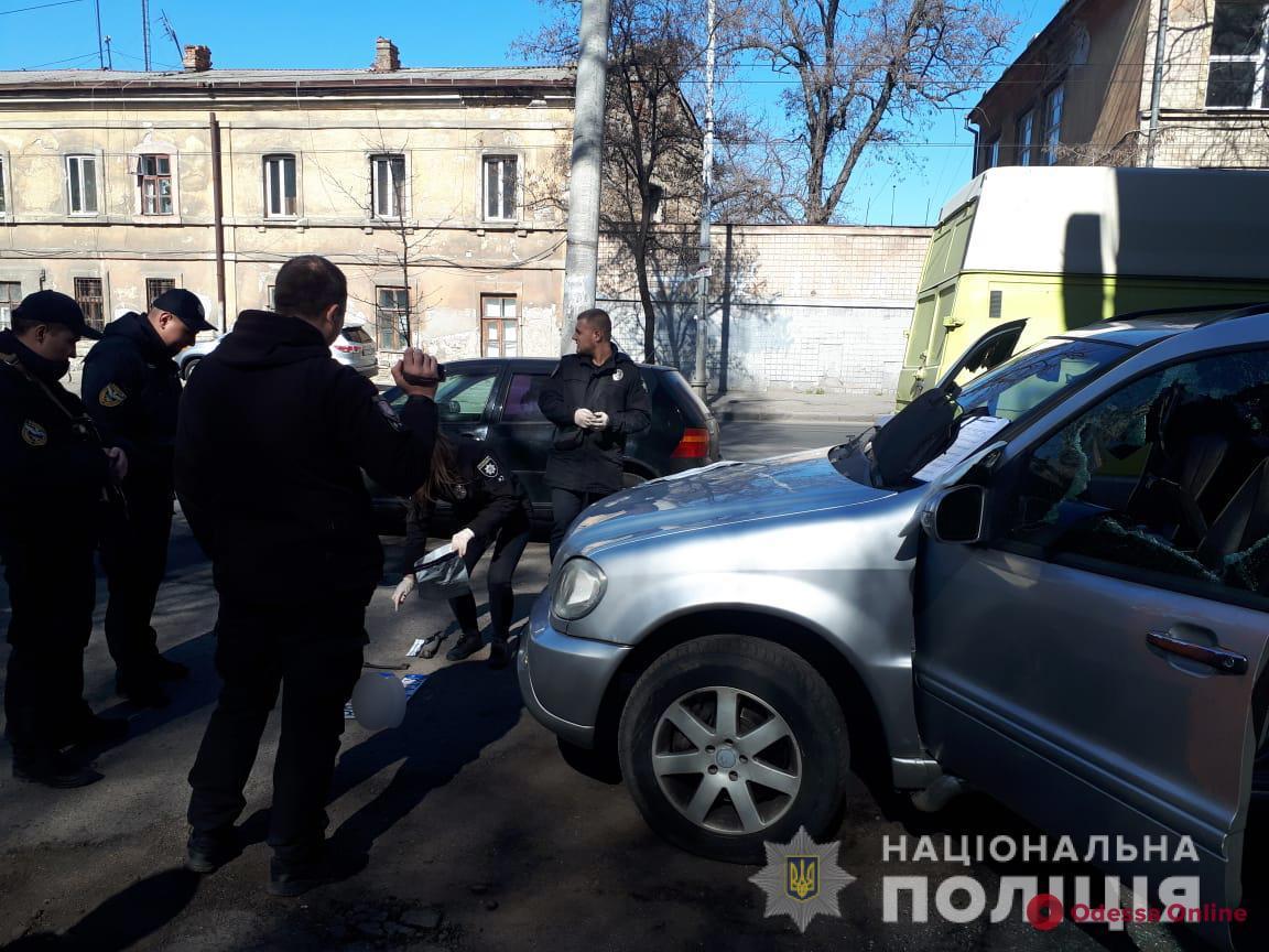 В Одессе со стрельбой ловили группу разбойников и предотвратили нападение на банк (фото, видео)