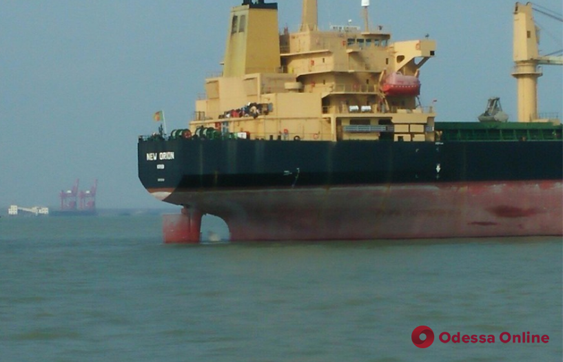 Семеро членов экипажа с арестованного у берегов Китая судна вернулись в Украину