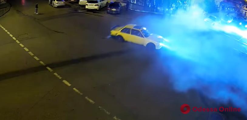 Устроили опасные гонки: патрульные оштрафовали дрифтеров с Канатной (видео)