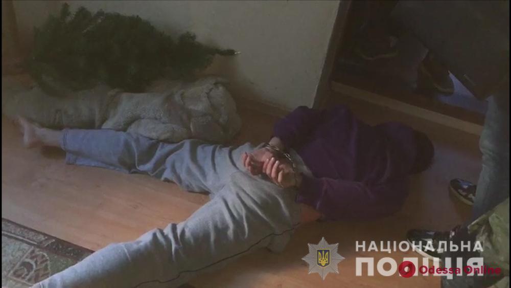 В Одессе четверо разбойников в масках ворвались в частный дом (видео)