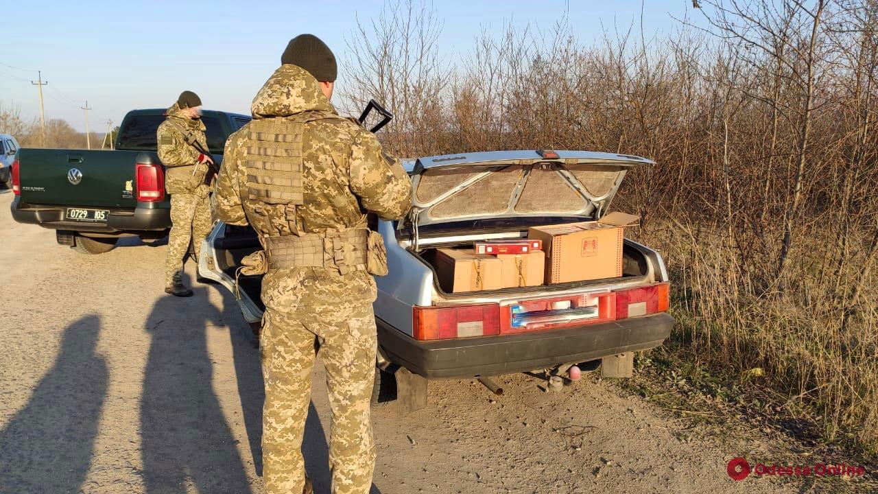 Житель Одесской области перевозил в авто партию контрафактных сигарет на 90 тысяч