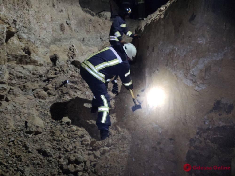 На берегу Хаджибейского лимана в результате оползня погибли два человека (обновлено)