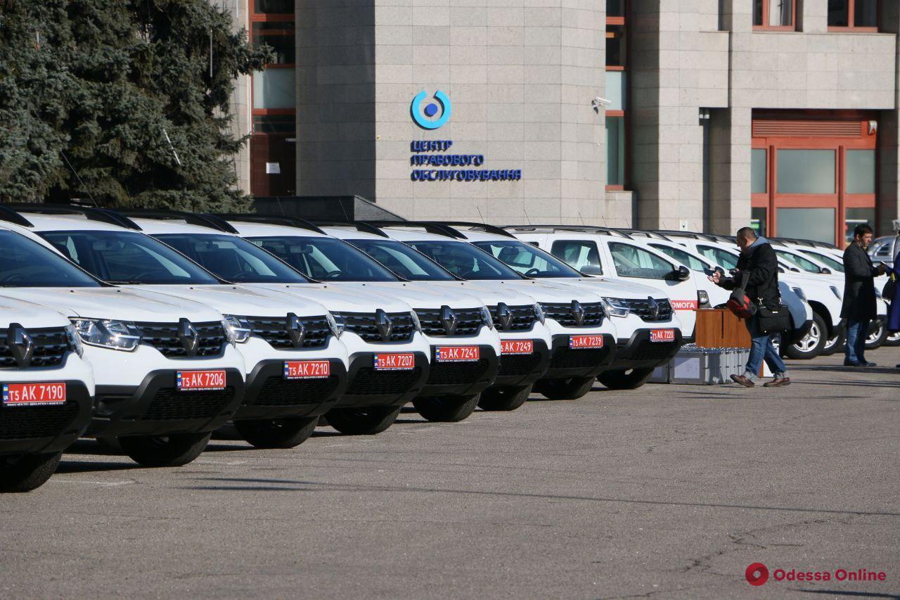 Медикам из 11 районов Одесской области передали 22 автомобиля скорой помощи (фото)