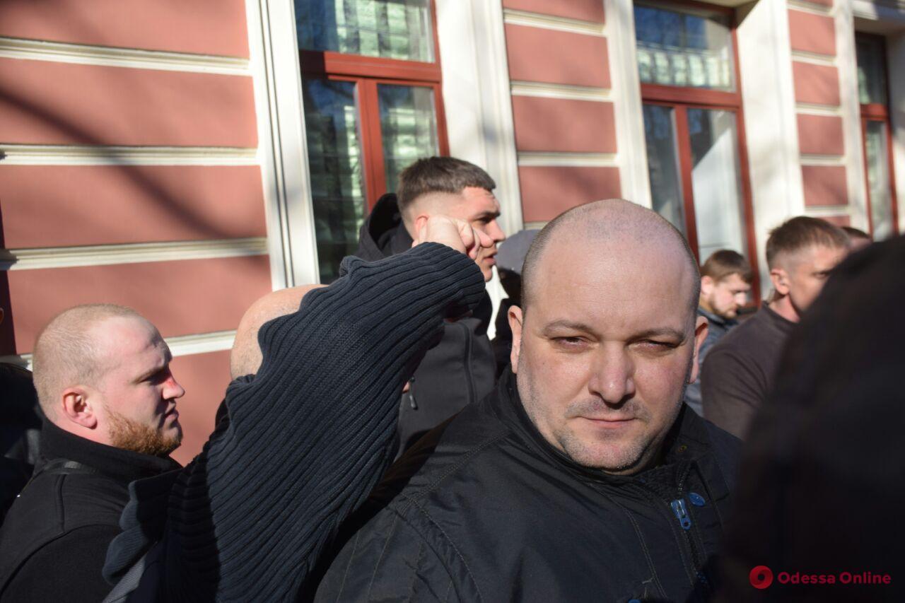 Потасовки и слезоточивый газ: в Одессе патриоты блокируют съезд ОПЗЖ (видео, обновлено)