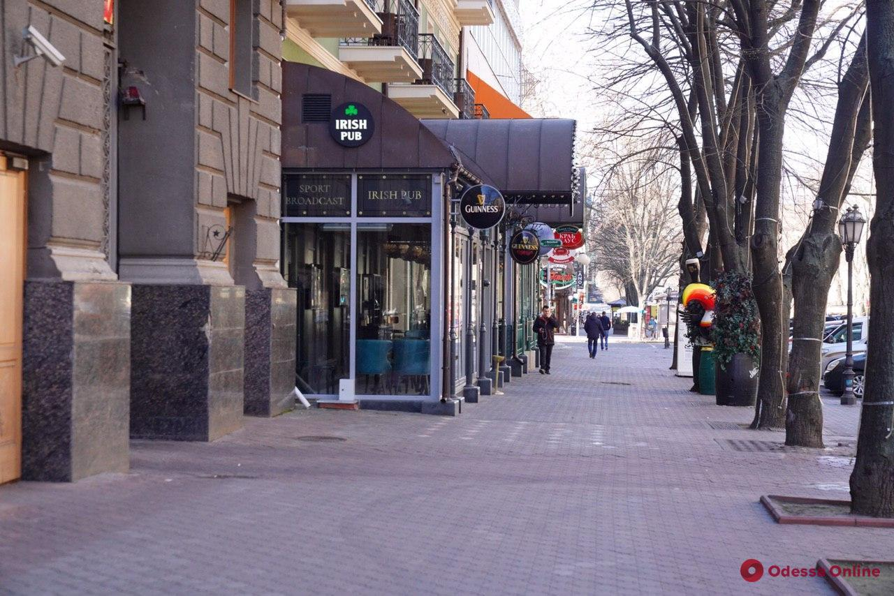 Don't panic: в Одессе работают многие ТЦ, непродовольственные магазины и кафе