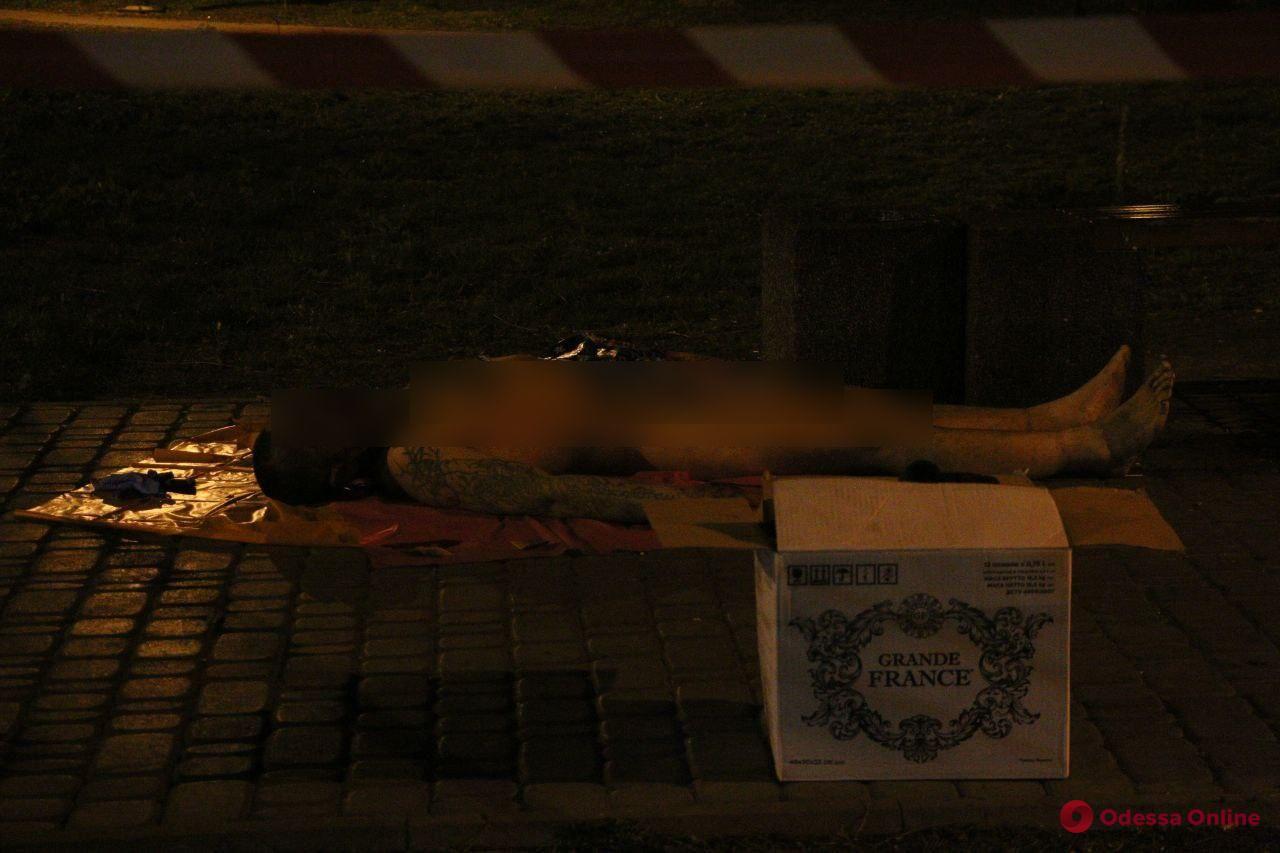 В Старосенном сквере убили мужчину