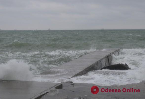 На завтра в Одессе объявлено штормовое предупреждение