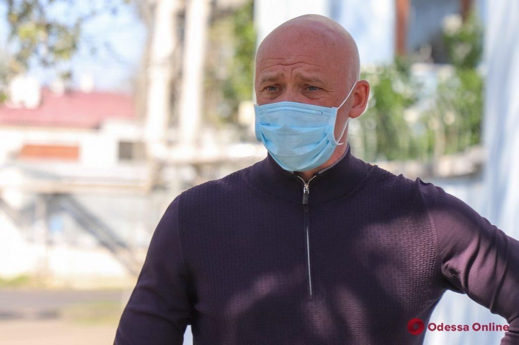 Нехватка средств защиты и старое оборудование: мэр Одессы возмущен условиями работы лаборатории противочумного НИИ (фото, видео)