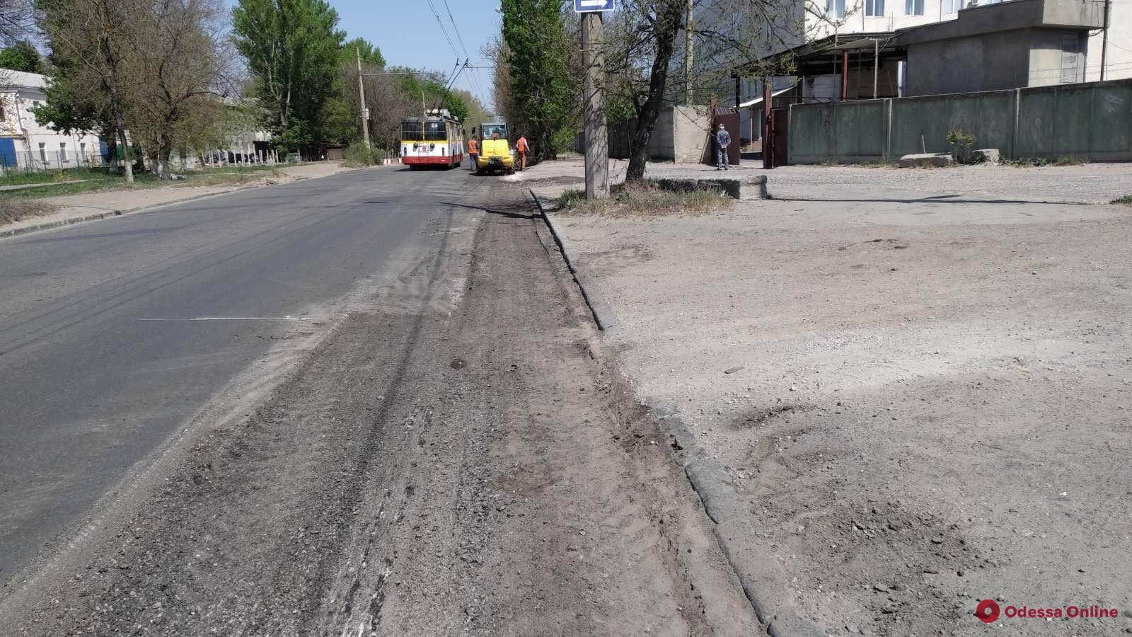 Во всех районах Одессы проводят текущий ремонт дорог
