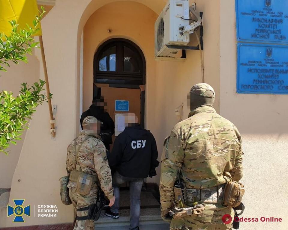 СБУ нагрянула с обысками в Ренийский горсовет: подозревают хищения (фото)