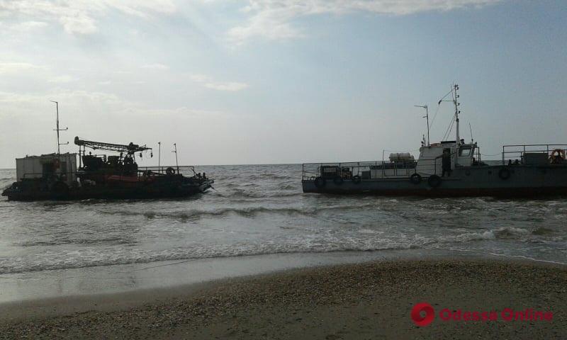 В Одесской области на берег выбросило судно — на борту пять человек