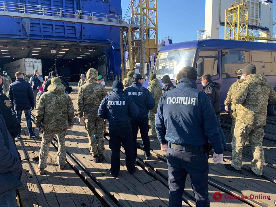 Прибывших в Черноморск на пароме из Грузии украинцев отправили на обсервацию (обновлено)