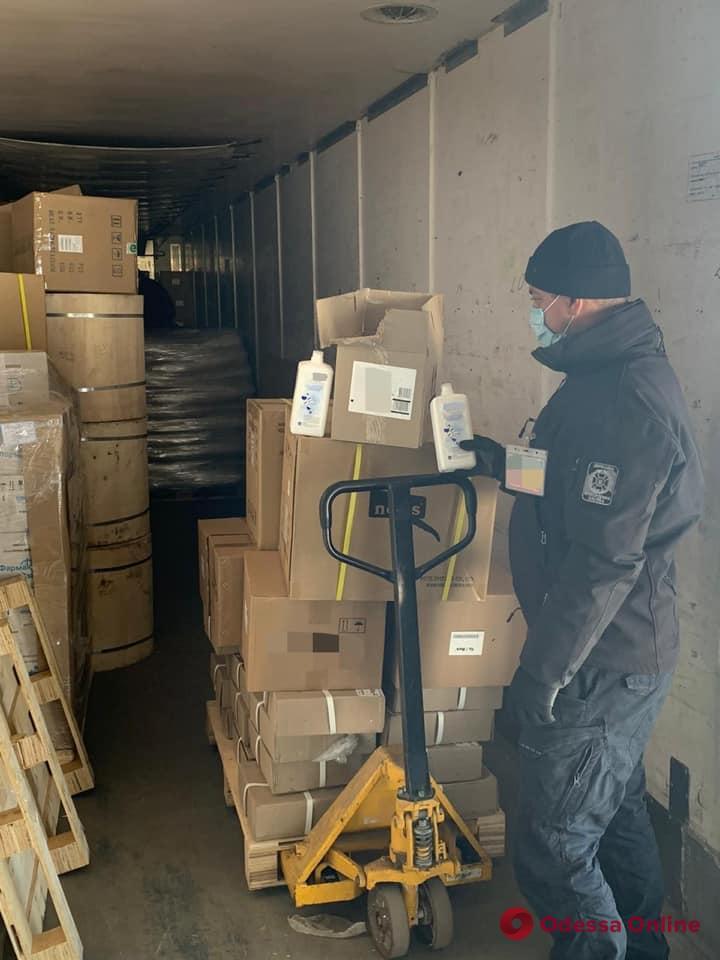 В Черноморске пограничники не дали вывезти за границу антисептики (фото)