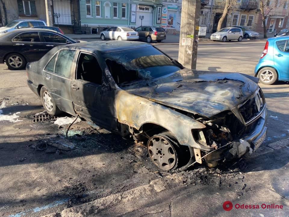 Ночью сгорел автомобиль одесского активиста (обновлено)