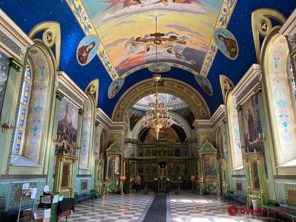 Благовещение в Одессе: служба в режиме онлайн и единицы прихожан в храмах (фото)