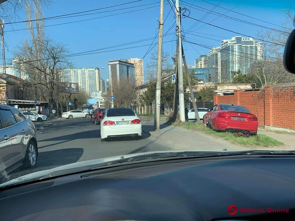 В Одессе на Посмитного столкнулись две легковушки (фото)