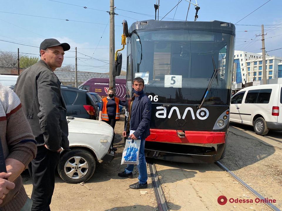 В Новощепном ряду из-за автохама стояли трамваи