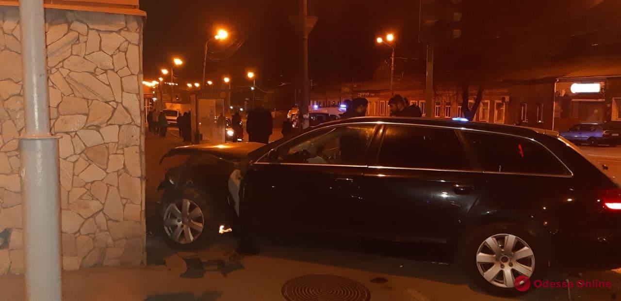 На Балковской столкнулись Renault и Audi — пострадали два человека