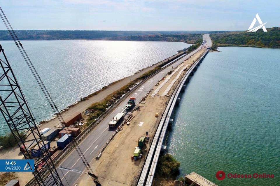 К осени планируют открыть первую половину моста через Хаджибейский лиман