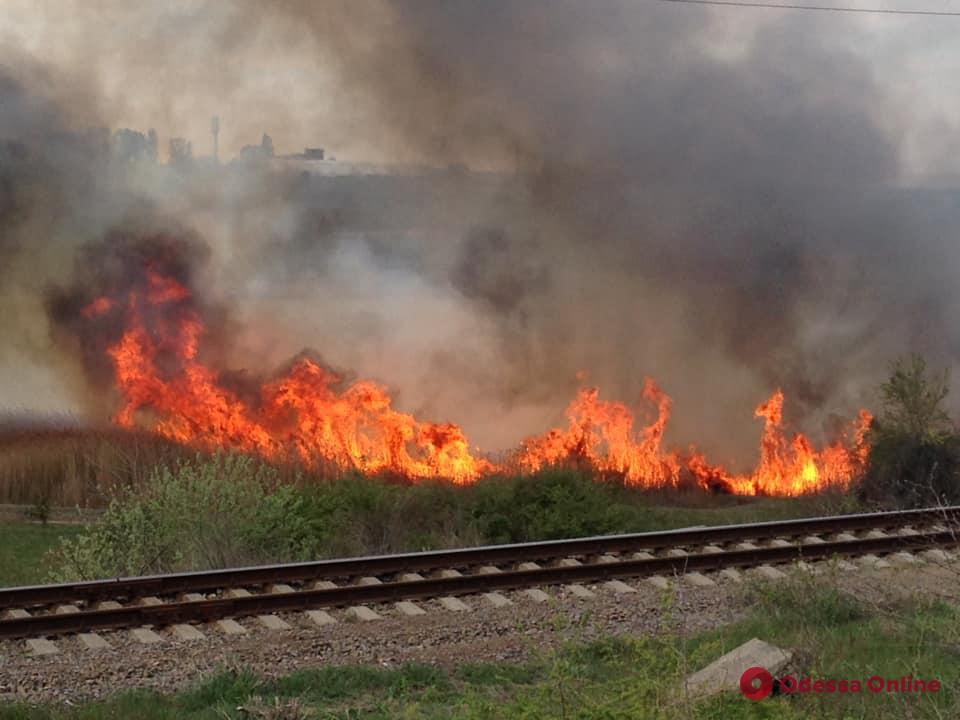В пгт Таирово произошел крупный пожар (видео)