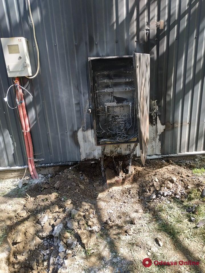 В поврежденном от взрыва МАФе на поселке Котовского произошло возгорание