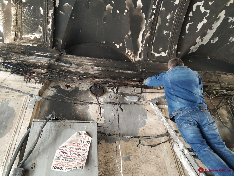 В переулке Маяковского тушили пожар в «доме трезвенников» (фото)