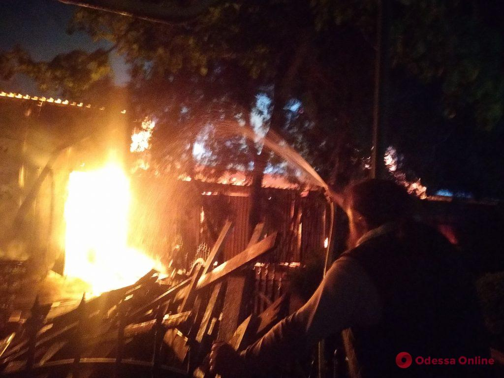 В Одессе тушат пожар в Свято-Успенском монастыре (видео, фото, обновляется)