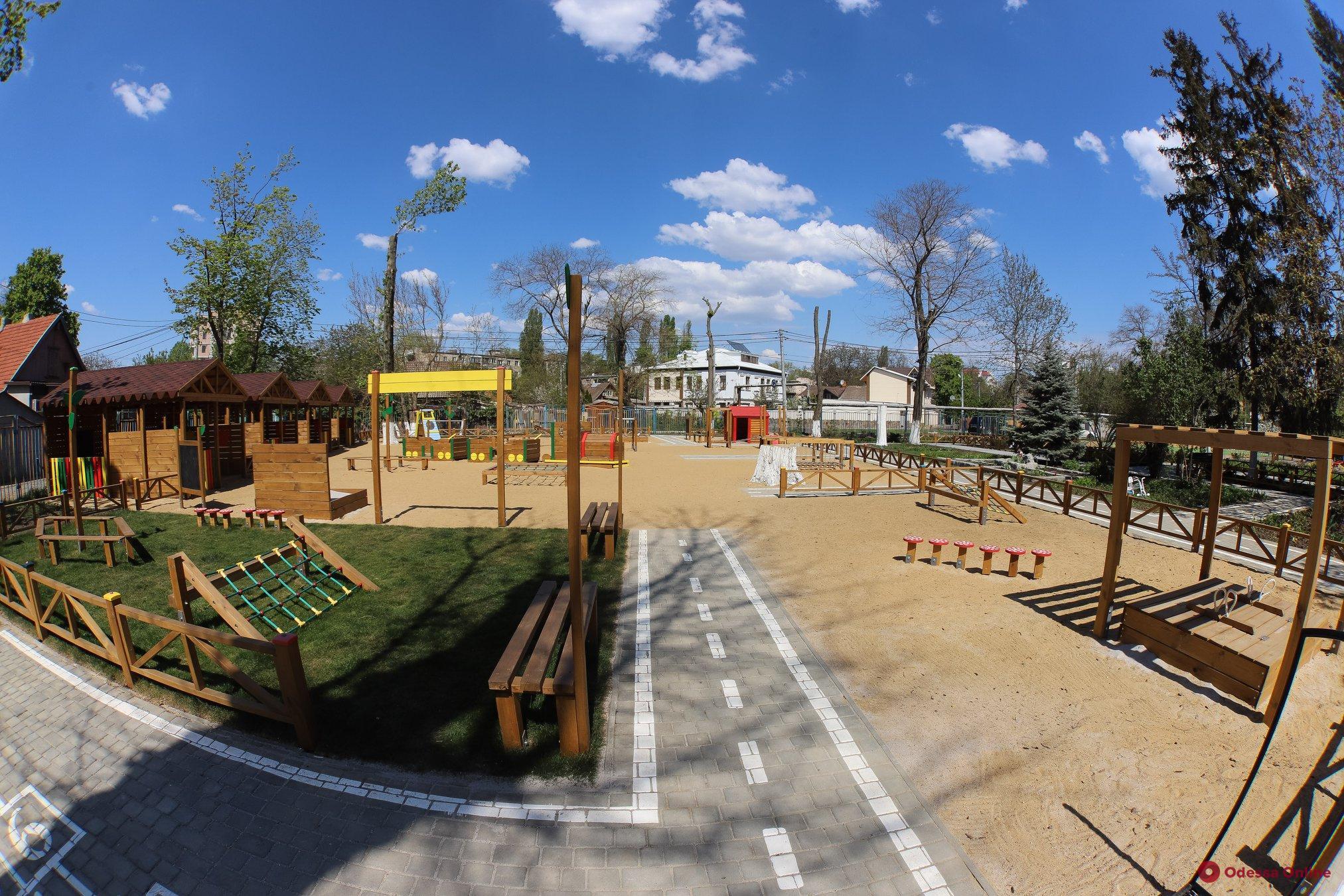 Мэр Одессы проинспектировал новый игровой мини-городок в детсаду на Танкерной (фото, видео)