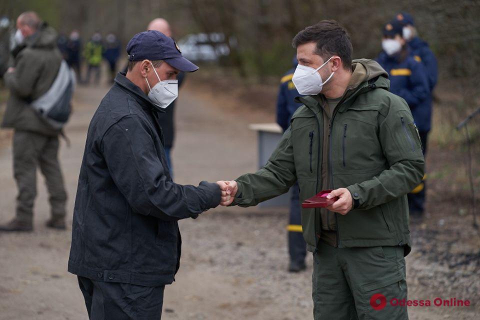 Президент наградил одесского спасателя за помощь в ликвидации лесных пожаров в Чернобыльской зоне